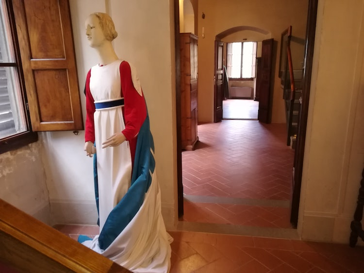 Clothing designs in the work by Piero della Francesca