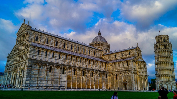Il duomo e la torre pendente in Piazza dei Miracoli a Pisa