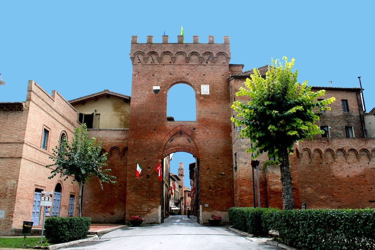 Between Montalcino and Siena, the town of Buonconvento