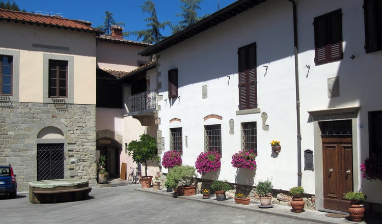 Pratovecchio piazza in Casentino valley