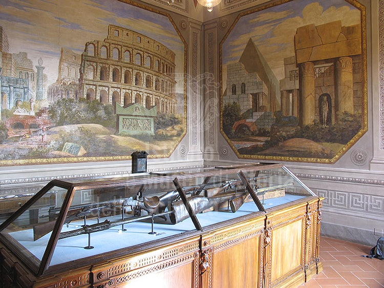 What is there to see in Villa Medici in Cerreto Guidi