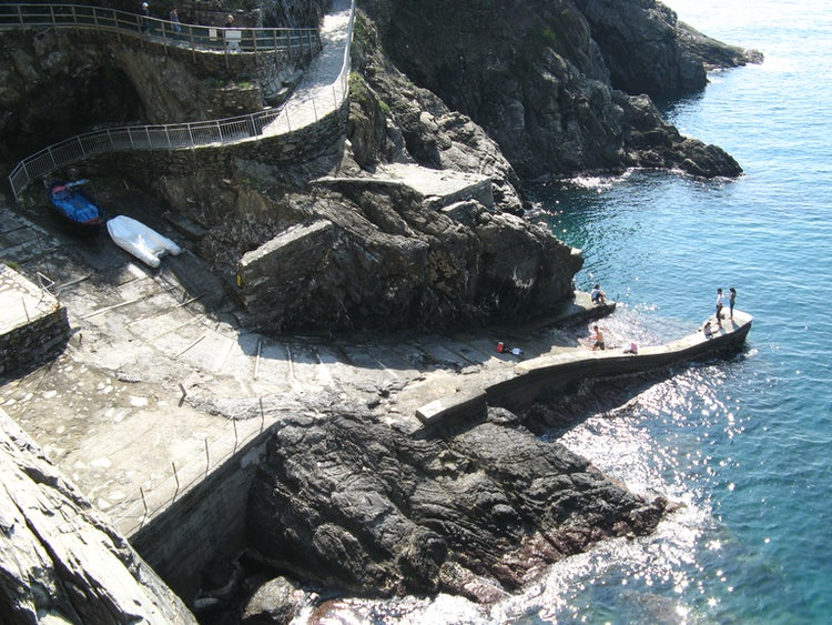 Explore Manarola in Cinque Terre: Places to Hike and Visit