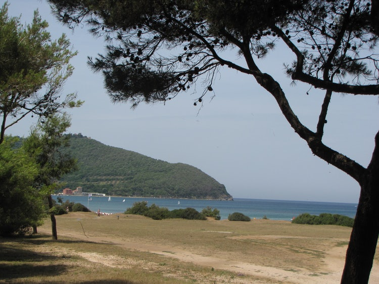 Best Beaches in Val di Cornia: Baratti