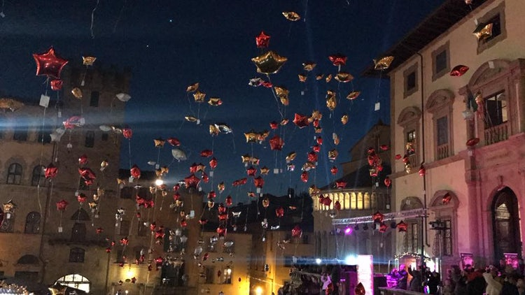 Arezzo Ballon show for Christmas and December events in Tuscany