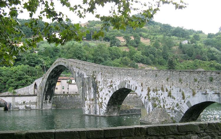 Visit Garfagnana: Ponte del Diavolo near Lucca