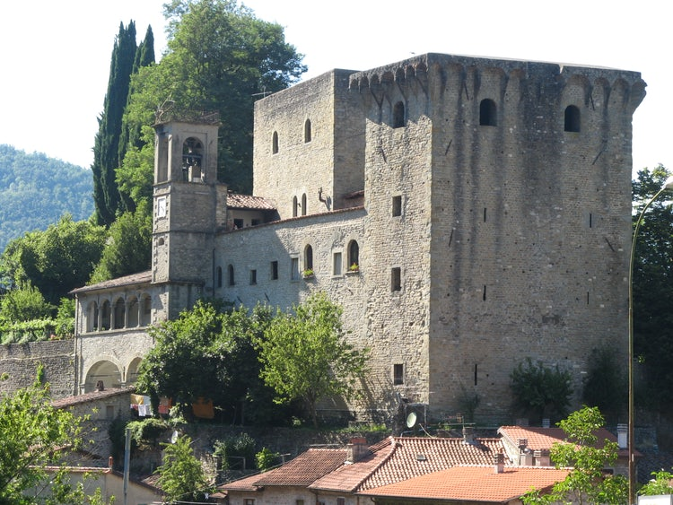 Tour the Castello di Verrucola in Lunigiana