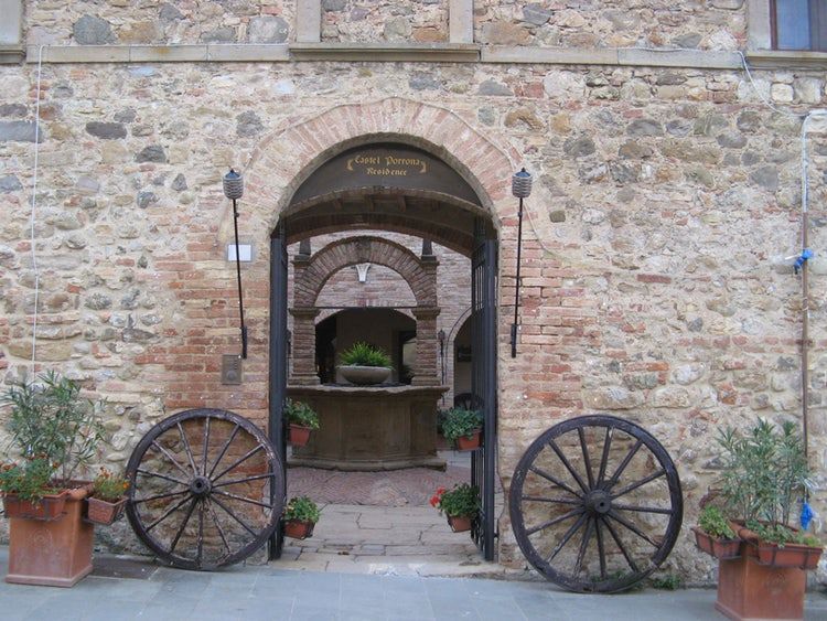 Small towns in the Montecucco area of Maremma, Tuscany: Cinigiano town entrance