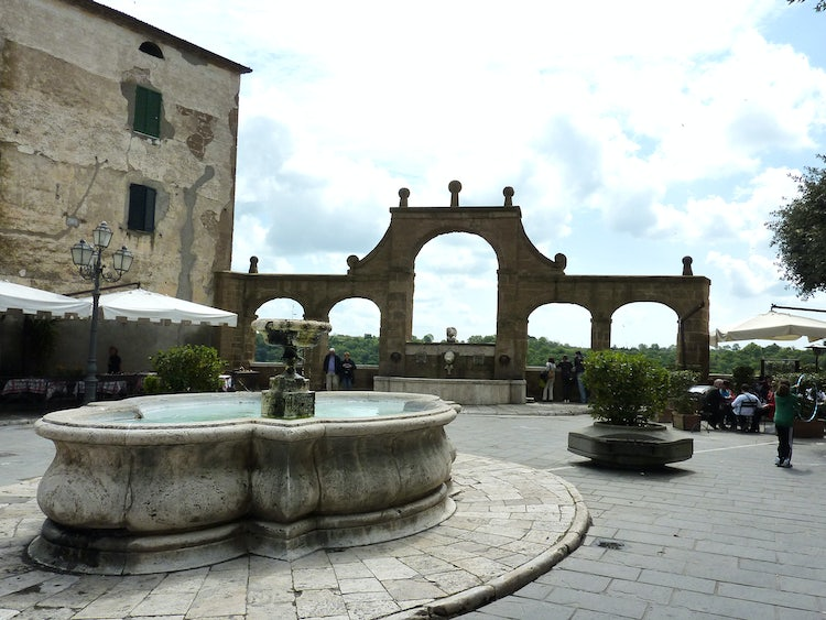 Pitigliano & Sovana: The Prettiest Tuff Town in Tuscany