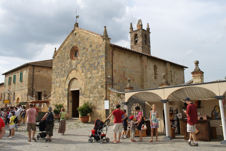 Monteriggioni, a quaint little town with medieval fairs & markets near Siena