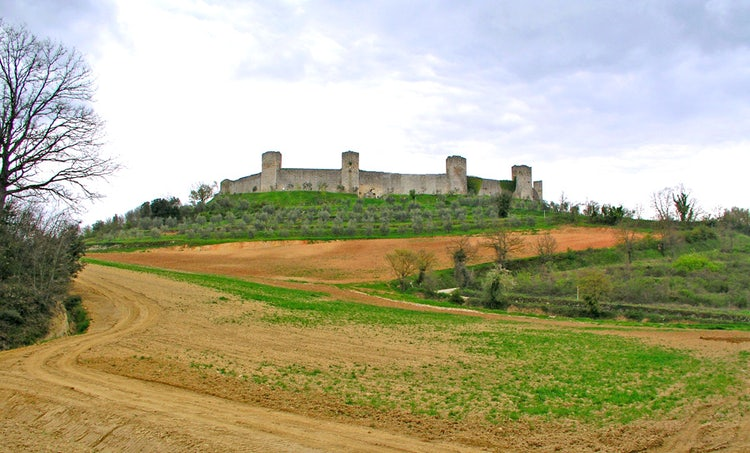 The towered walls at Monteriggioni