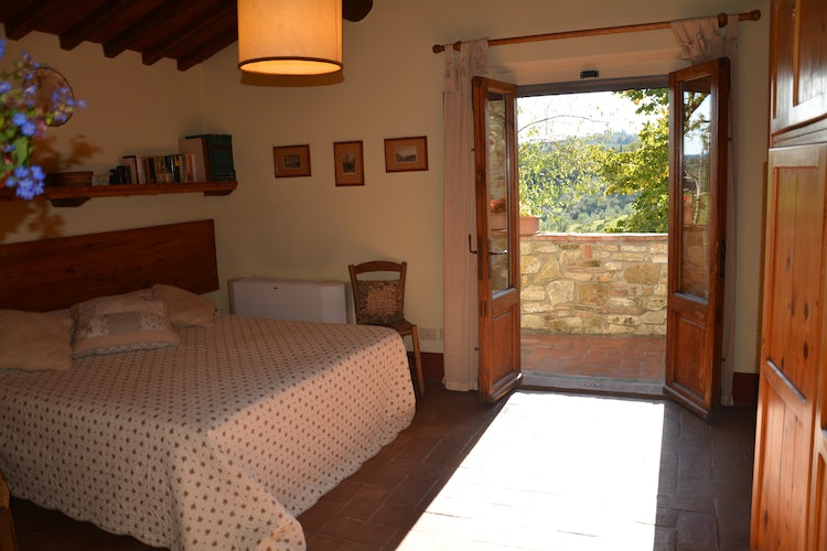 Kid-friendly Accommodations in Florence, Italy :: Double bedrooms with garden view at Agricola Poderino