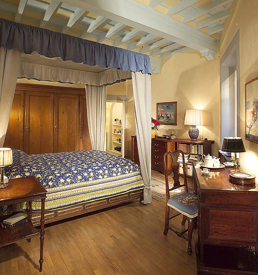 Classical Tuscan Bedroom Decor In Florence