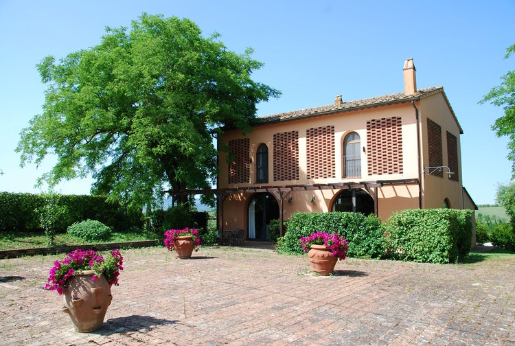 Cabbiavoli Villa with Farmhouses and aia