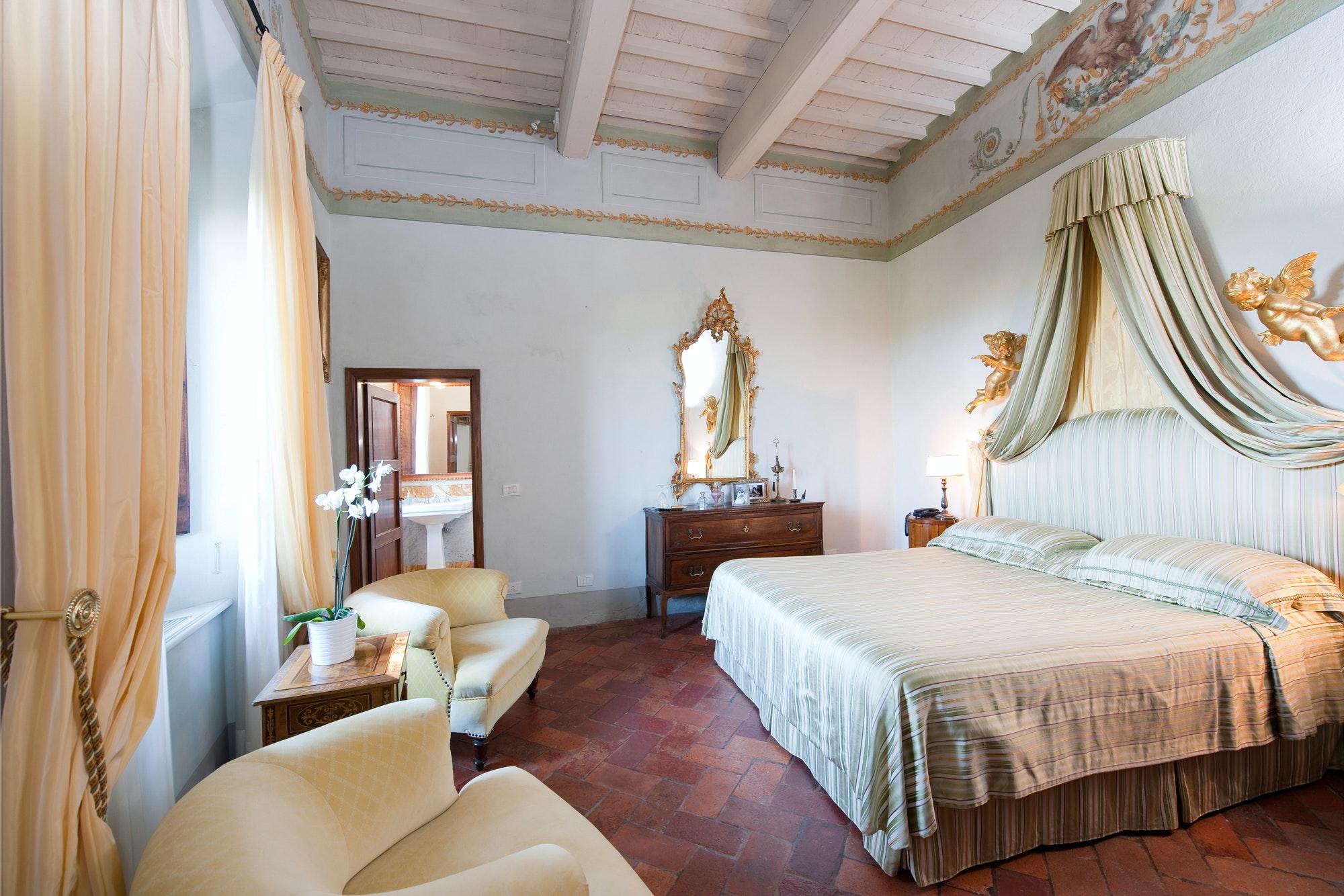 Cool elegante villa nel chianti cabbiavoli with ville eleganti for Meloni arredamenti