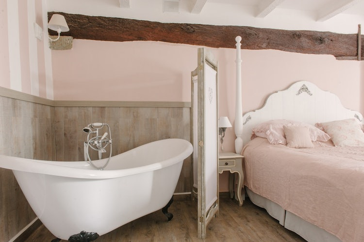 Four Poster Beds & Romantic Tubs at B&B Casa Capanni