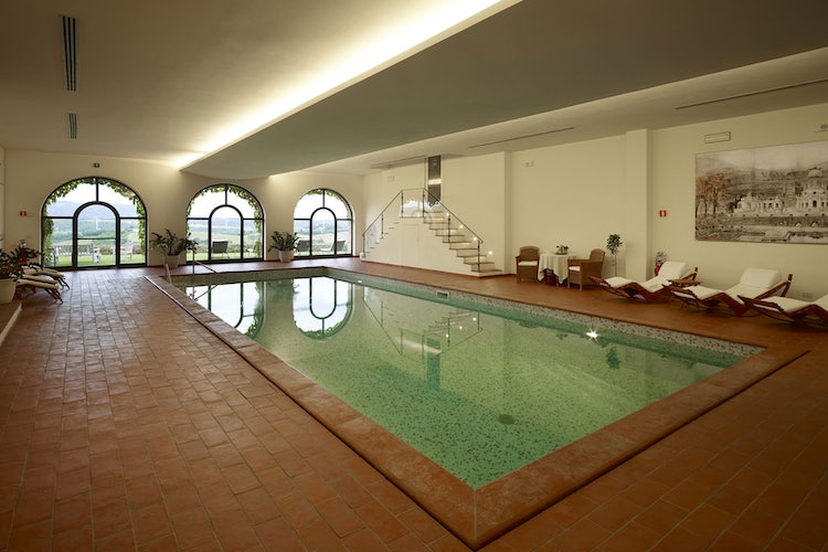 Indoor swimming pool at Hotel Le Fontanelle