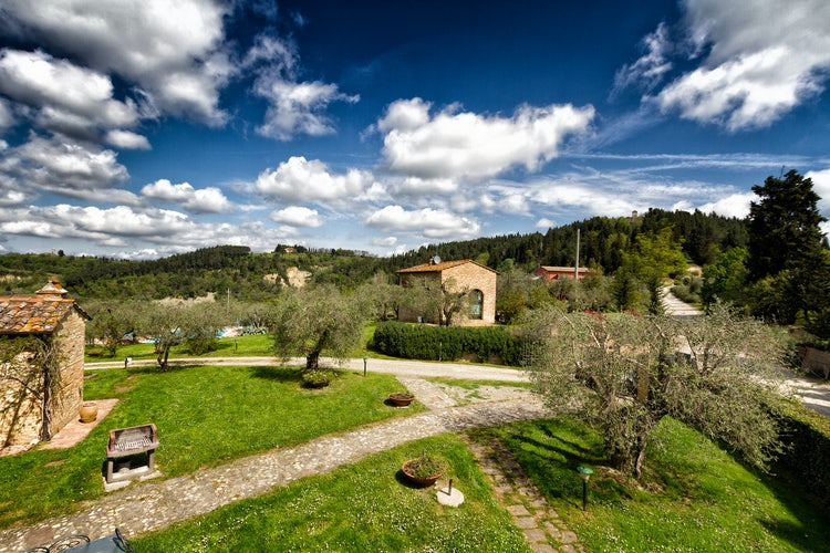 Large green gardens and trails at Agriturismo Montalbino