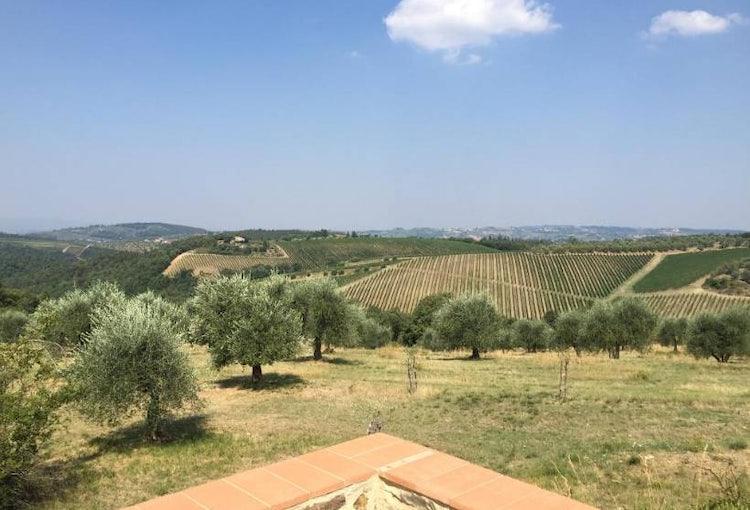 Podere Patrignone panoramic terrace vacation villa in Castellina in Chianti :: Discover Tuscany
