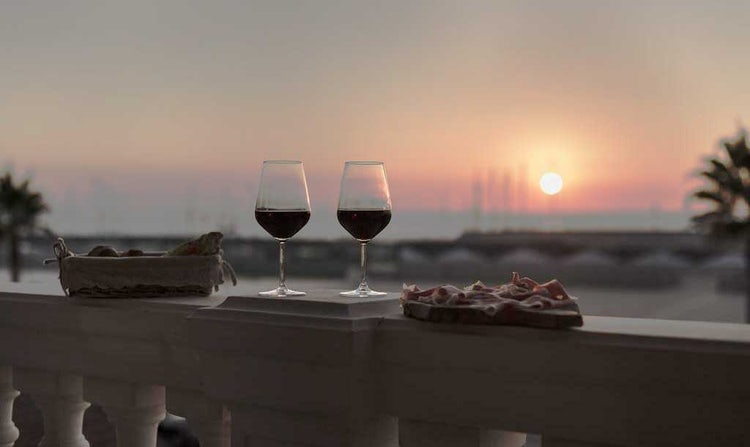 Residenza Santa Cecilia: Sunset overlooking the port of San Vincenzo