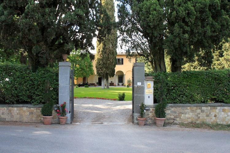 Front gate at Il Villa il Poggiale