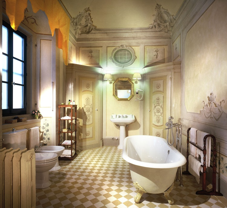 A dreamy bathroom with tub at Villa il Poggiale in San Casciano