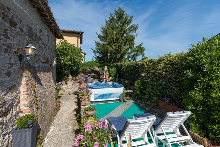 Authentic Italian style privacy at vacation rental: Villa Lysis