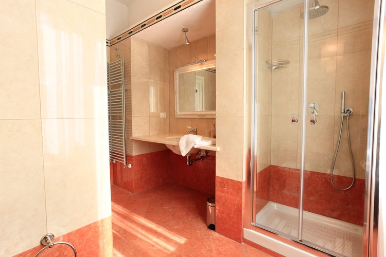 Large bathrooms  at Villa Vianci