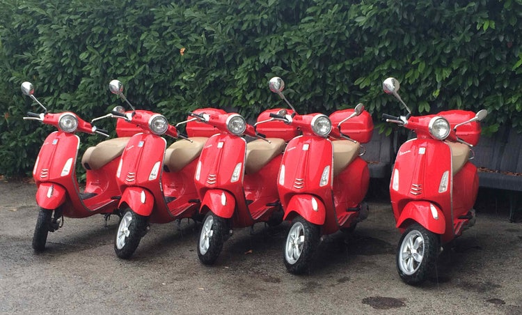 Summer tour in Vespa in Tuscany